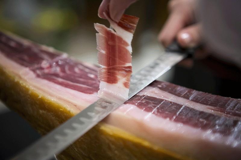 El chef Arrabal apadrina la carne ibérica Aljomar