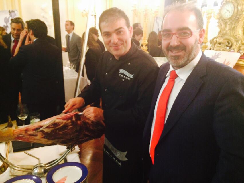 Aljomar cortador jamón y Jose Luis Sanchez en Subasta Cascajares