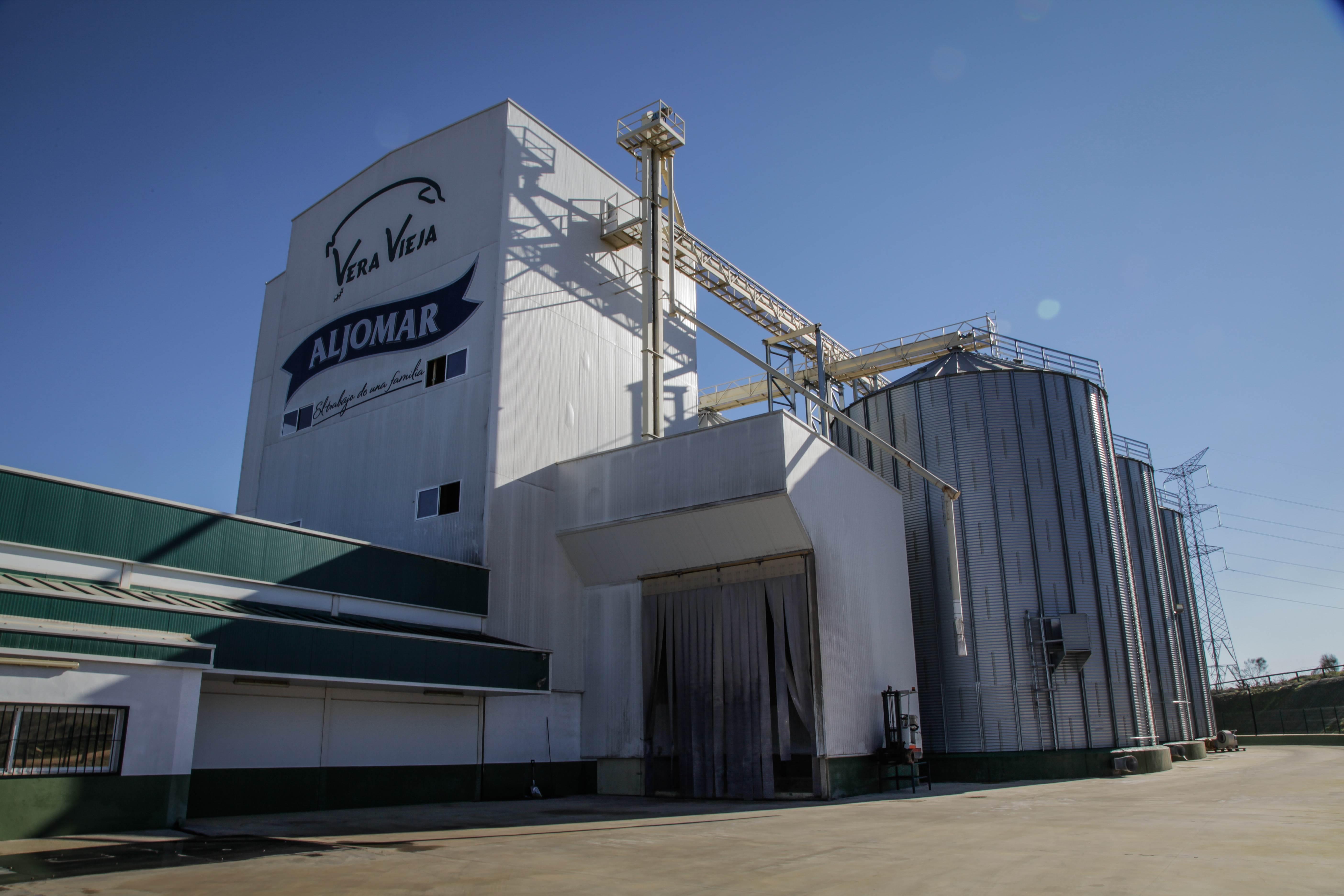 Fábrica de piensos naturales de Vera Vieja, la explotación agropecuaria del Grupo Aljomar